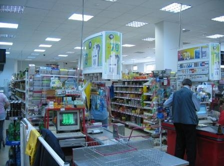 9. Универсам «Магнит» на Новороссийской улице (Москва; вид изнутри)