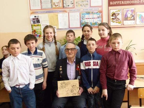 http://schoolkor8.narod.ru/img/may2015/9may2015/podelki.jpg