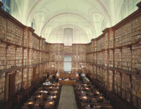 http://yesway.ru/img/2010/03/Biblioteca-Angelica-Rome-Italy-571x443.jpg