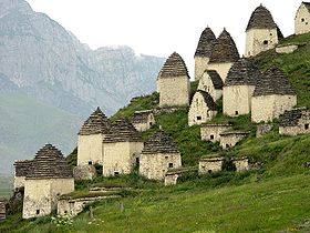 https://upload.wikimedia.org/wikipedia/commons/thumb/3/31/In_Dargavs_North_Ossetia.jpg/280px-In_Dargavs_North_Ossetia.jpg