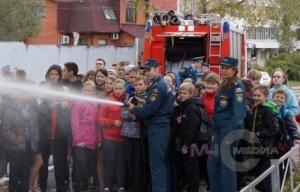 Подмосковные школьники посетили пожарно-спасательную часть №82 в Лобне