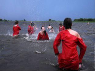 На Иванов день принято было обливать грязной водой всякого встречного. Счита