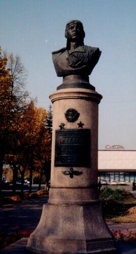 Бронзовый бюст в г. Уфе на Бульваре Славы