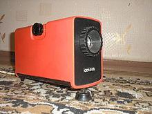 https://upload.wikimedia.org/wikipedia/commons/thumb/b/b8/Slide_projector_Skazka_%28USSR%29.jpg/220px-Slide_projector_Skazka_%28USSR%29.jpg
