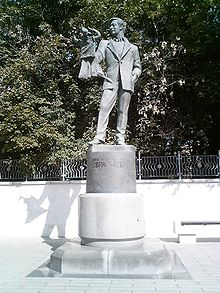 http://upload.wikimedia.org/wikipedia/commons/thumb/0/0d/Obraztsov_Statue_in_Moscow.jpg/220px-Obraztsov_Statue_in_Moscow.jpg