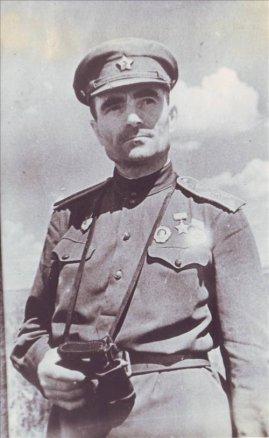 Герой Советского Союза, командир 16-го гвардейского стрелкового корпуса, гвардии генерал-майор А. В. Лапшов. 1943 год.