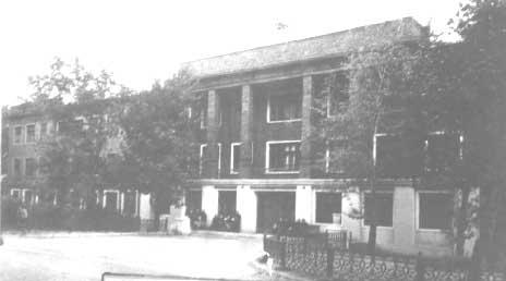F:\для Елены Анатольевны\Здание педагогического училища (ул. Школьная, 7), ставшее учебным.jpg