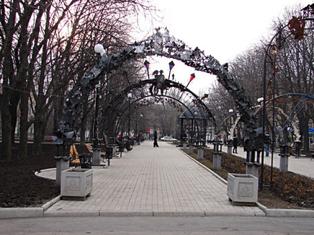 http://turist.dn.ua/blog/fotopage/park-figur/1.jpg