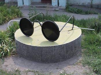 памятник очки.jpg