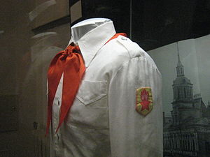 http://upload.wikimedia.org/wikipedia/commons/thumb/f/ff/Soviet_pioner_uniform_in_GIM_by_shakko_03.jpg/300px-Soviet_pioner_uniform_in_GIM_by_shakko_03.jpg