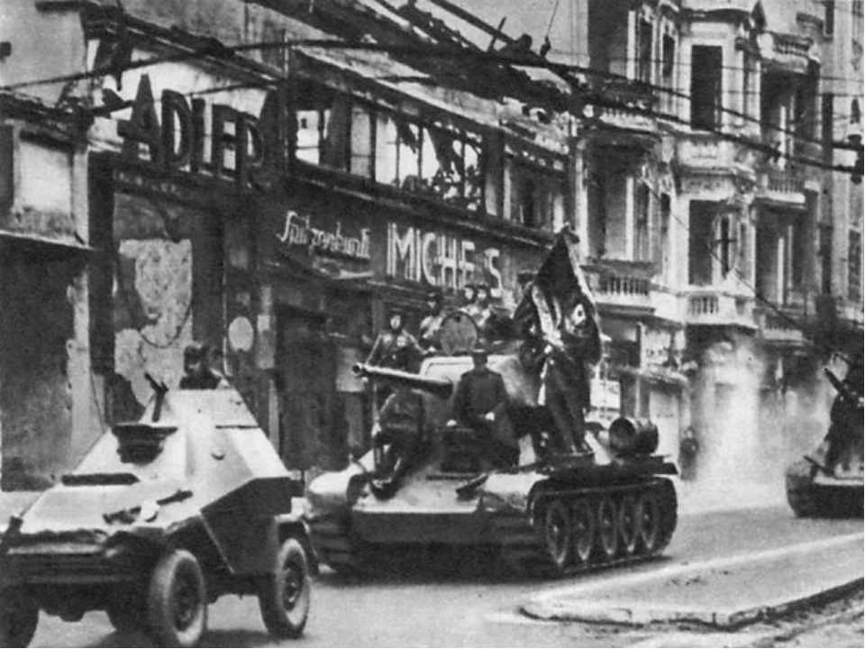 9 мая каждого года наша великая страна отмечает праздник победы СССР над фаши...