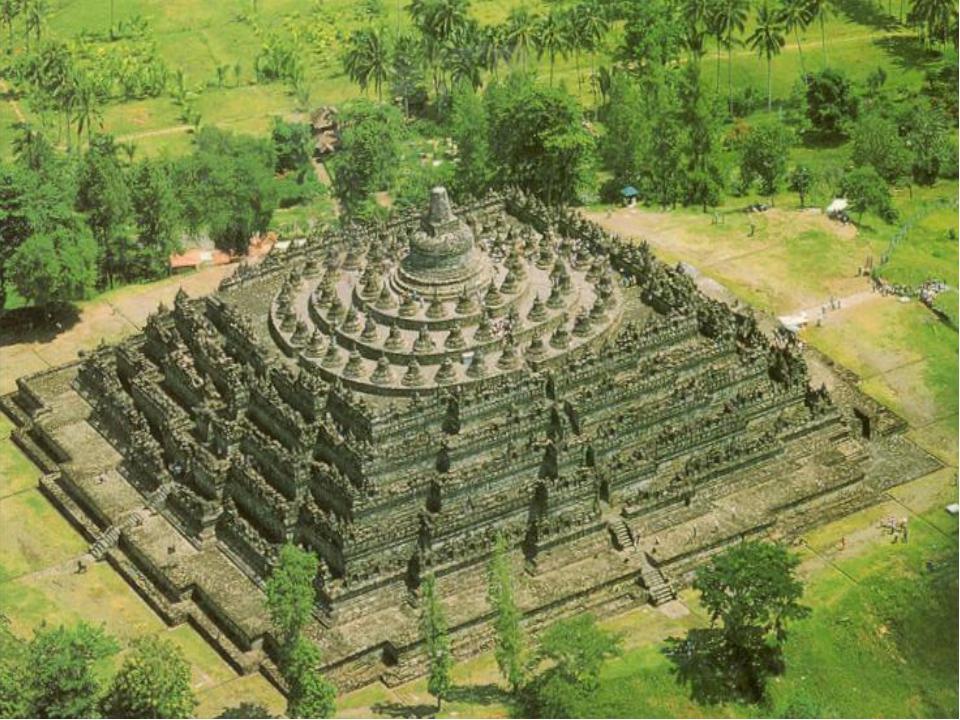 Буддистский храм Боробудур был построен в Индонезиив VII−IX веках. Название...