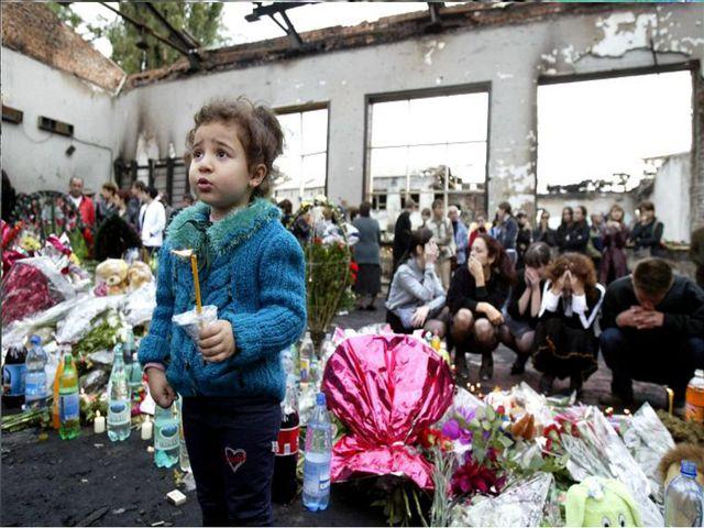 В здании находится 1128 заложников. Большинство – дети. Их удерживает 32 тер...