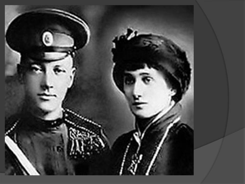 http://900igr.net/datas/literatura/Literatura-Akhmatova/0004-004-25-aprelja-1910-g.-za-Dneprom-v-derevenskoj-tserkvi-ona-obvenchalas-s-N.jpg