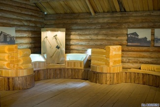 В настоящее время на повети дома Пуховых располагается музейная <b>выставка