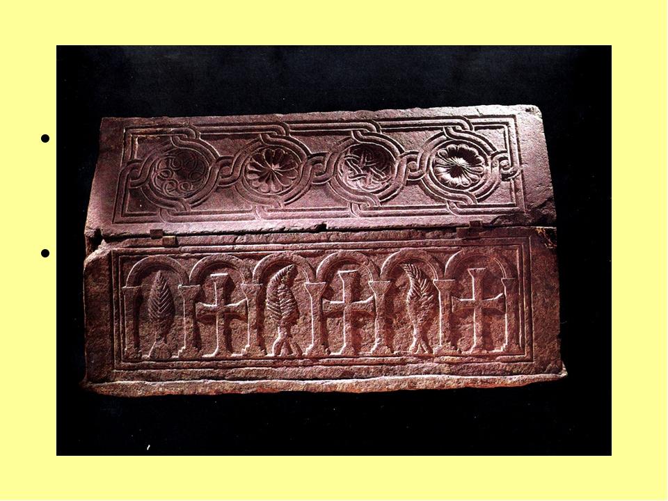 Напольная мозаика. Периферия храма выложена из плиток, алтарь, подкупольная ч...