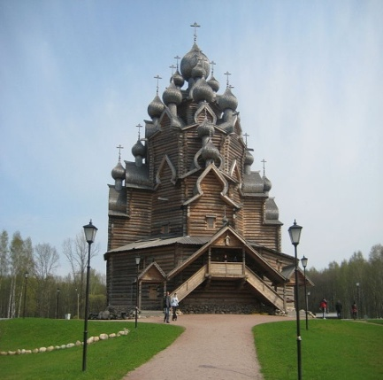 800px-Pokrov_church_Nevsky_lesopark1