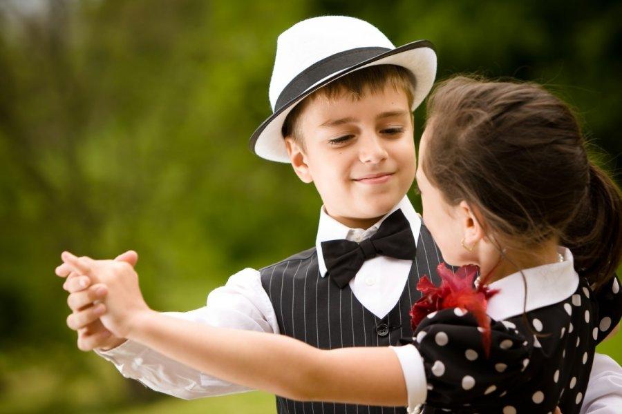 http://g3.dcdn.lt/images/pix/vaikai-soka-sokiai-berniukas-mergaite-63144646.jpg