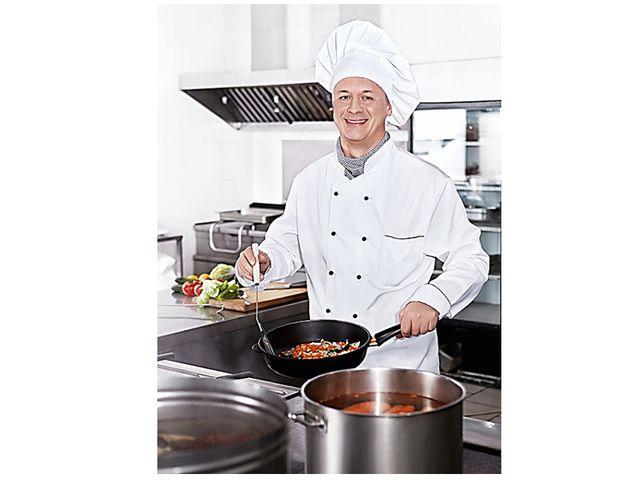 Основная профессия предприятий общественного питания - повар. Повар работает...