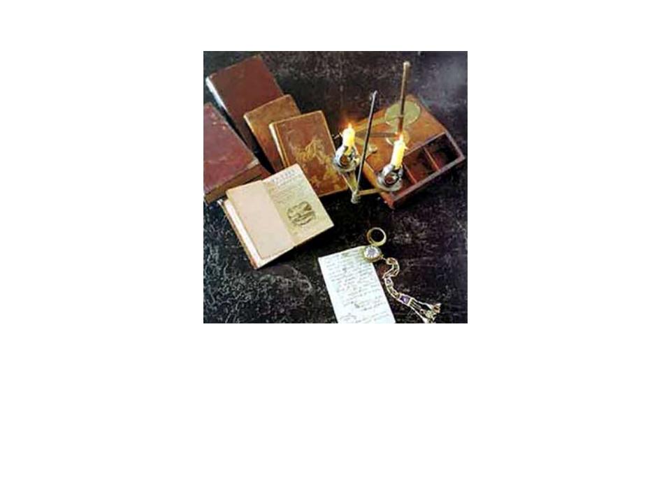 Национальный музей РТ. Стол Г.Р.Державина (фрагмент) Чернильный прибор, встро...
