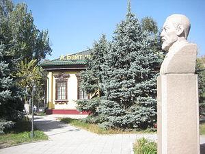http://upload.wikimedia.org/wikipedia/commons/thumb/7/7f/Akhmet_Baytursynov%27s_bust_in_Almaty.JPG/300px-Akhmet_Baytursynov%27s_bust_in_Almaty.JPG