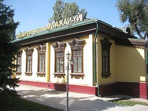 http://upload.wikimedia.org/wikipedia/commons/thumb/3/3f/Akhmet_Baytursynov%27s_memory_museum_in_Almaty.JPG/300px-Akhmet_Baytursynov%27s_memory_museum_in_Almaty.JPG
