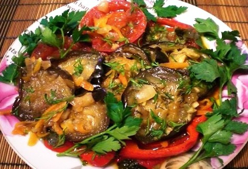 http://gruzinskieblyuda.ru/wp-content/uploads/2014/01/tushyonye-baklazhany-s-pomidorami.jpeg