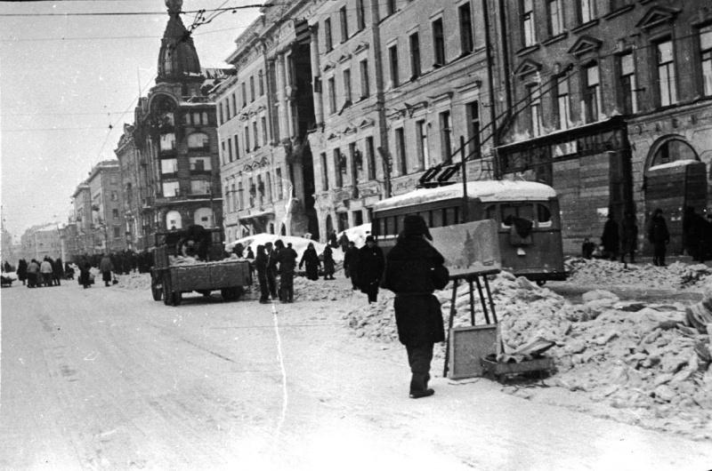Художник, пишущий этюд на Невском проспекте зимой в блокадном Ленинграде