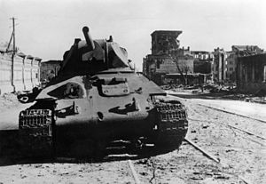 https://upload.wikimedia.org/wikipedia/commons/thumb/d/d1/Bundesarchiv_Bild_183-B22359%2C_Russland%2C_Kampf_um_Stalingrad%2C_Panzer_T34.jpg/300px-Bundesarchiv_Bild_183-B22359%2C_Russland%2C_Kampf_um_Stalingrad%2C_Panzer_T34.jpg