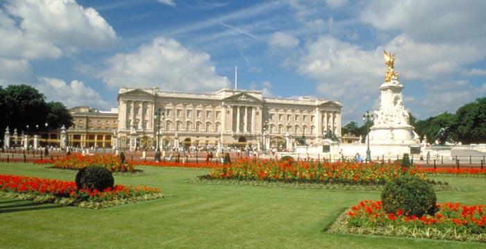 http://www.ziskamir-spaniels.com/assets/images/buckingham_palace_08.jpg