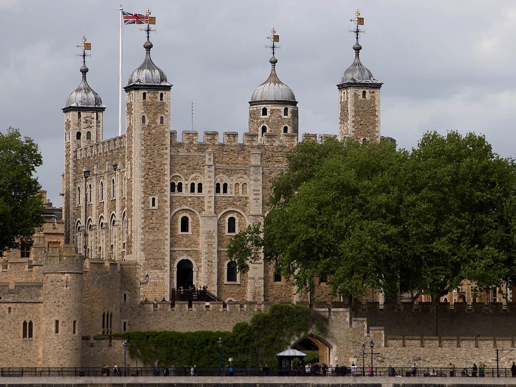 http://2.bp.blogspot.com/-ZSUAC3s6ahA/Tg0kgrq48cI/AAAAAAAANYc/wyCwtq5xS1o/s1600/tower-of-london.jpg