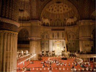 Название «Голубая мечеть» получила благодаря огромному количеству (более 20 т