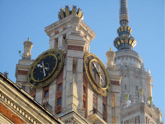 На каком из московских зданий помещены самые большие в мире часы, термометр и...