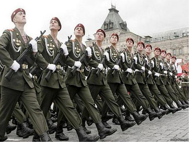 Бравые солдаты. Маршировка.