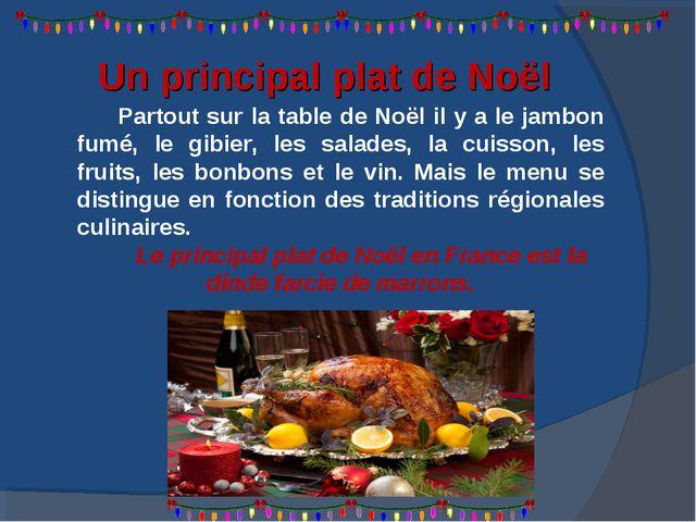 Partout sur la table de Noël il y a le jambon fumé, le gibier, les salades, l...