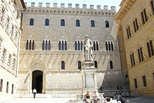 https://upload.wikimedia.org/wikipedia/commons/thumb/a/a7/Banca_Monte_dei_Paschi_di_Siena._Siena%2C_Italy.JPG/220px-Banca_Monte_dei_Paschi_di_Siena._Siena%2C_Italy.JPG