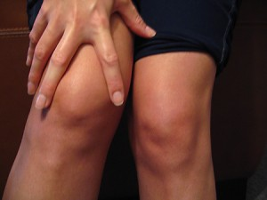 http://jointpaincentre.com/wp-content/uploads/2012/11/knee-cap-pain.jpg