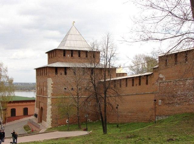 Ивановская башня, названа по находящейся неподалеку церкве Иоанна Предтечи