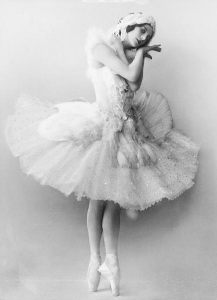 http://maya-ballet.ru/wp-content/uploads/2013/07/anna-pavlova-swan.jpg