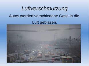 Luftverschmutzung Autos werden verschiedene Gase in die Luft geblasen.