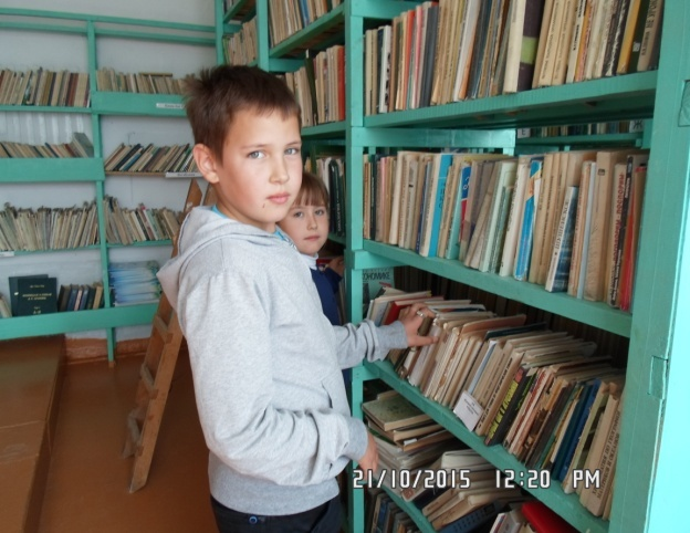 I:\КНВ 3 КЛ. ПЕРСПЕКТИВА\КНВ 2015 - 2016 уч.г\ПРОЕКТНАЯ ДЕЯТ,\Исследовательская_работа УКСОШ\фото дети в библиотеке\SAM_7527.JPG