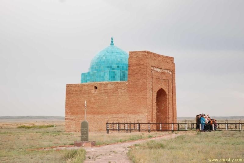http://tore.com.kz/wp-content/uploads/2014/01/Dzhuchi_khan_mausoleum.jpg