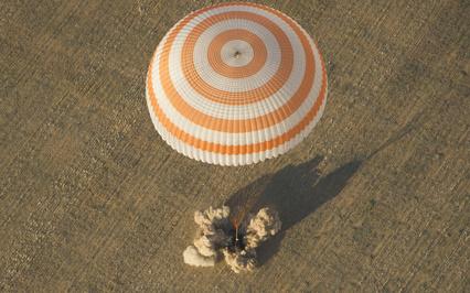 Картинка приземление, парашют, Союз тма-04м