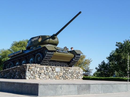 Танк Т-34 в Тирасполе. возле Мемориала Славы.