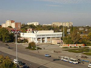 http://upload.wikimedia.org/wikipedia/commons/thumb/b/b6/Central_street_of_Tiraspol.jpg/300px-Central_street_of_Tiraspol.jpg