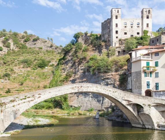 http://tr.stockfresh.com/files/p/perseomedusa/m/10/2252667_stock-photo-dolceacqua-medieval-castle.jpg