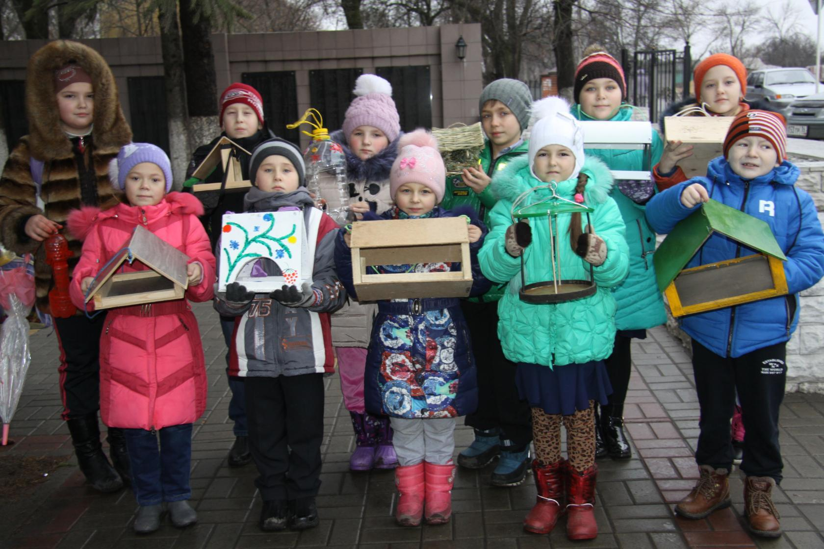 F:\птицы парк\Вика и акция Покормите птицу зимой 22 декабря.jpg