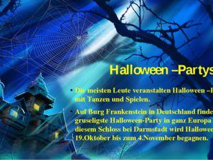 Halloween –Partys Die meisten Leute veranstalten Halloween –Partys mit Tanzen