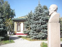 http://upload.wikimedia.org/wikipedia/commons/thumb/7/7f/Akhmet_Baytursynov%27s_bust_in_Almaty.JPG/250px-Akhmet_Baytursynov%27s_bust_in_Almaty.JPG