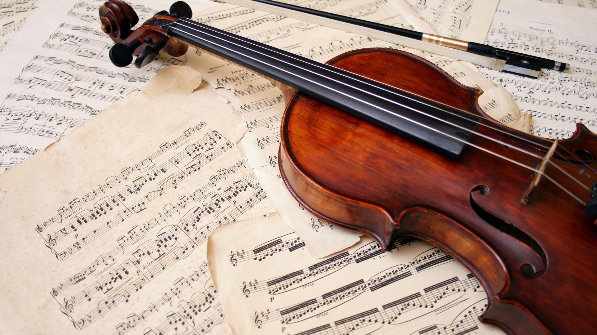 Скрипка, ноты и смычок. Музыкальные на рабочий стол обои, фото, картинки